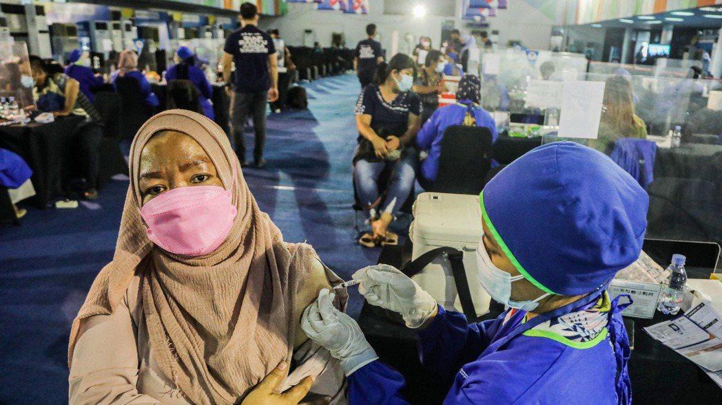 新冠變種病毒Delta正蔓延東亞一帶,印尼最近成為這波疫情的新震央,確診病例最近...