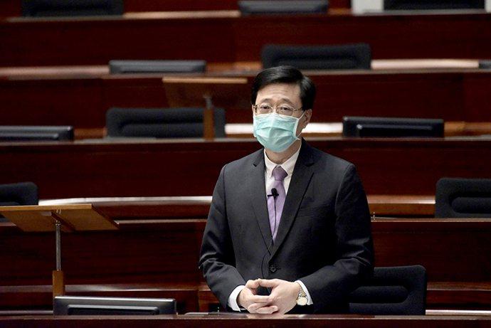 香港政務司司長李家超17日表示,候選人資格審查委員會(資審會)負責審查並確認選舉委員會委員候選人、特首候選人和立法會議員候選人的資格,將「偽擁護」、「偽效忠」拒於門外。圖/取自中新社