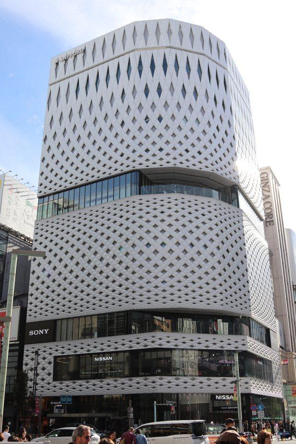 東京中央區內銀座,是著名的商業區,具設計感的大樓林立。 本葉國際資產管理/提供