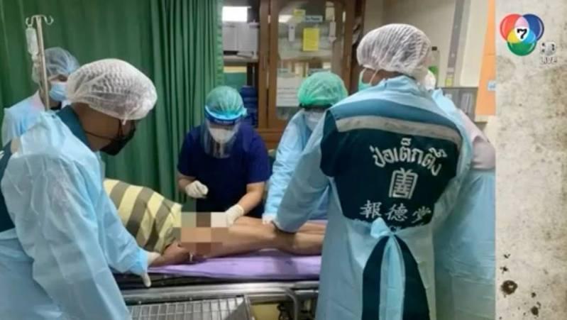 男子生殖器卡鎖頭兩週需手術。(泰國電視channel7截圖)