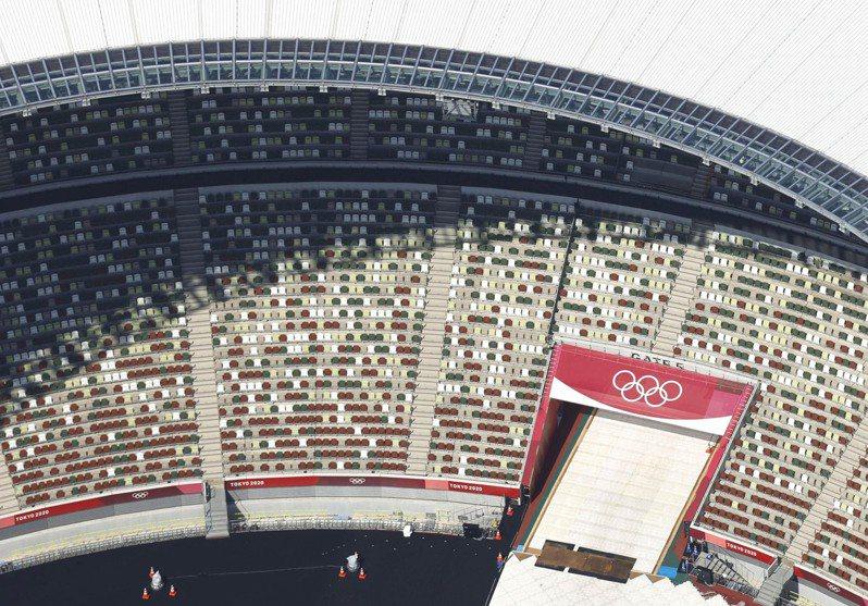 選手閉門孤軍奮戰,IOC這招製造「人氣鼎沸」。 美聯社