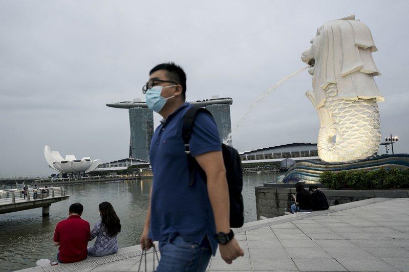 新加坡衛生部今(18)日通報88名本土感染病例,創下去年8月迄今最高紀錄,背後原因則與卡拉OK和漁港群聚感染擴大有關。 歐新社