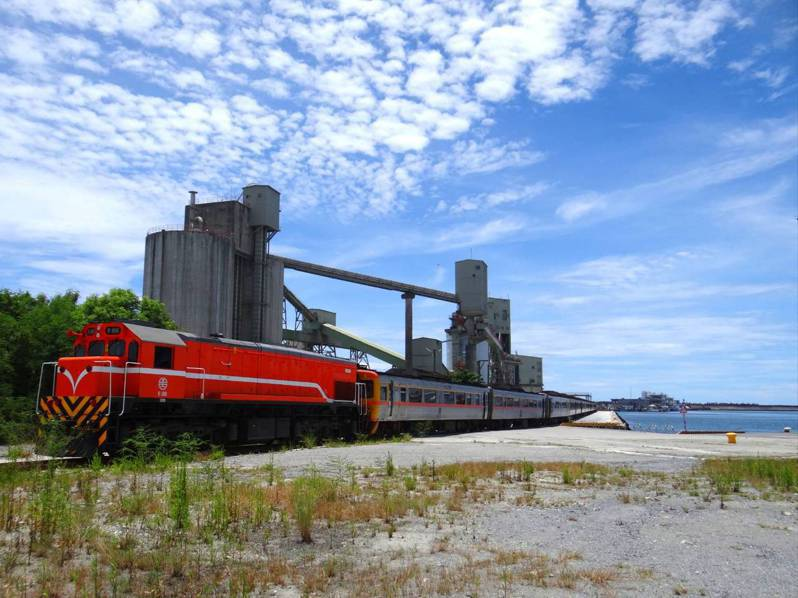 為迎接EMU3000城際列車,台鐵16日進行實地會勘演練。圖/台鐵提供