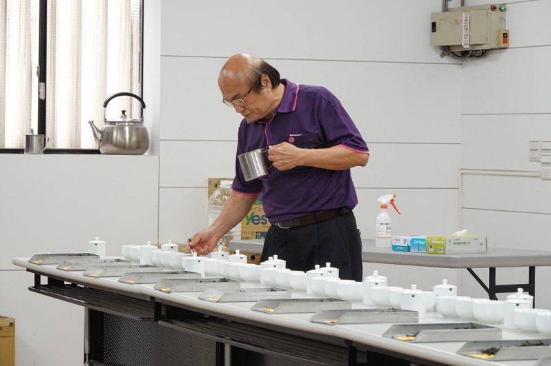 「新北美人茶」比賽傳出有茶農拿桃、竹、苗「混茶」參賽,石碇農會表示將進行調查。示意圖/新北市農業局提供
