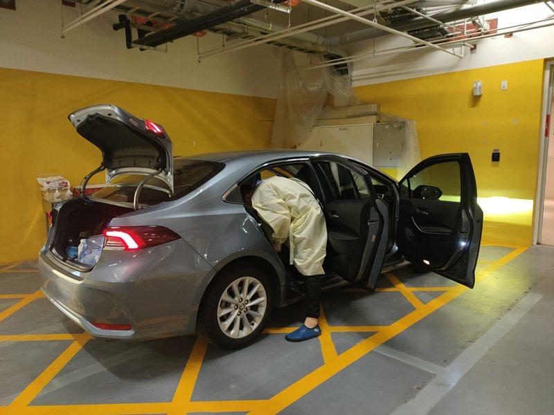 防疫計程車在載客前後皆須徹底清消。圖/高雄市交通局提供