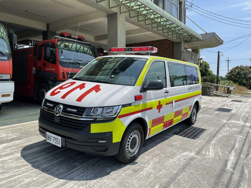 台南市下營消防分隊市價300萬元救護車上路,提供更完善救護任務。圖/下營消防分隊提供