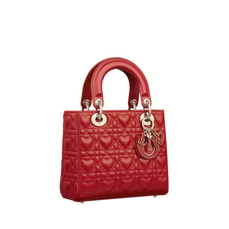 Lady Dior紅色愛心籐格紋小羊皮小型提包與愛心琺琅吊飾,15萬元。圖/DI...
