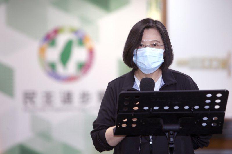 總統蔡英文是否帶頭接種國產疫苗,陳時中表示要尊重她本人意願。圖/聯合報系資料照片