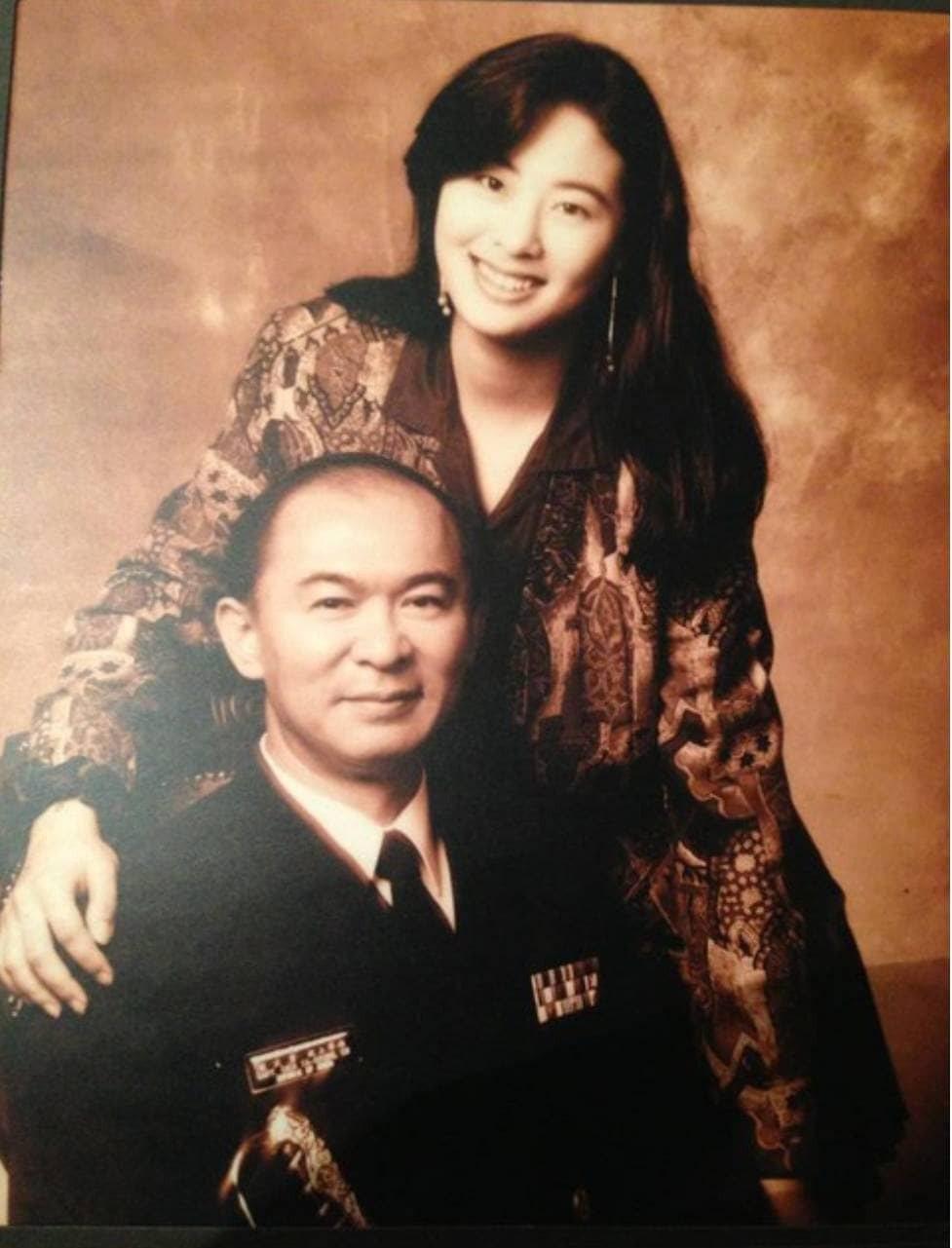 賈永婕(右)和爸爸的合照。圖/摘自臉書