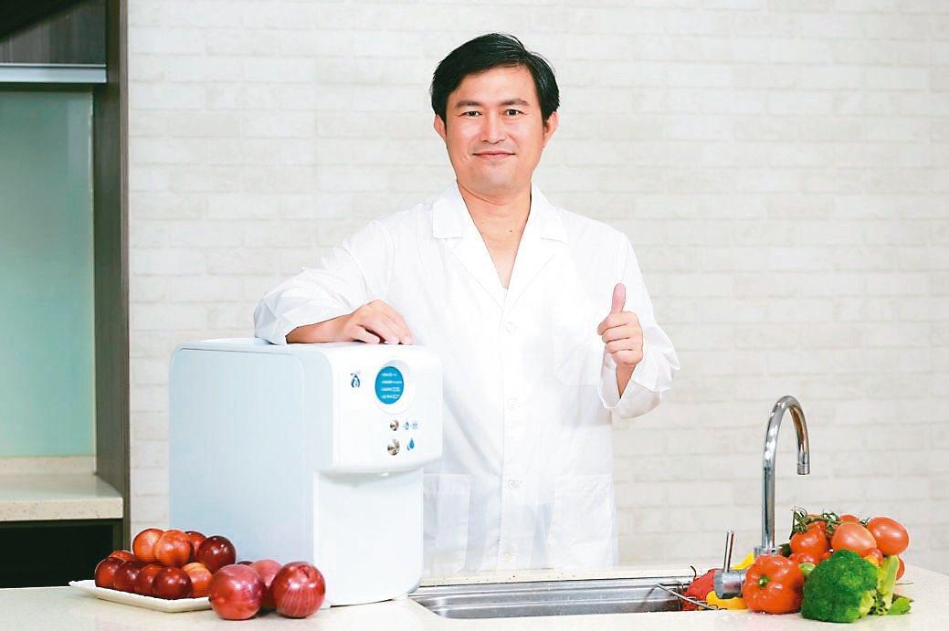 百氧生醫總經理陳建安,運用企鵝的逆流交換系統突破技術,讓飲用高溶氧水變得更方便。...