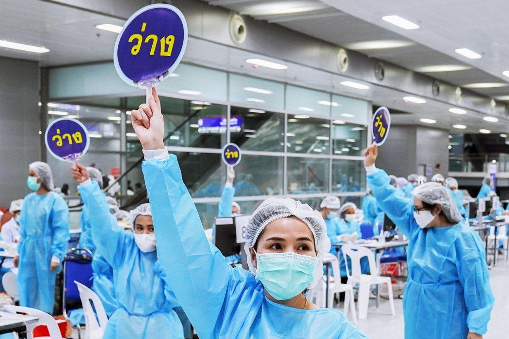泰國自今年2月下旬開始為民眾接種疫苗,截至目前為止,其完整接種人口僅有4.9%,...
