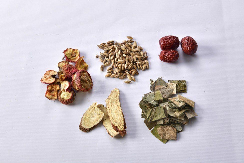 消食潤喉茶飲-中藥材 圖/幸福文化 提供
