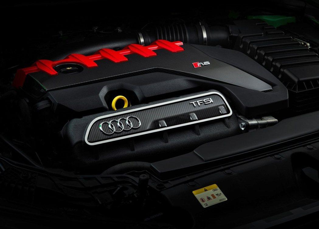 2.5升直列五缸TFSI渦輪引擎,能夠爆發400ps/50.9kg-m的動力。 ...
