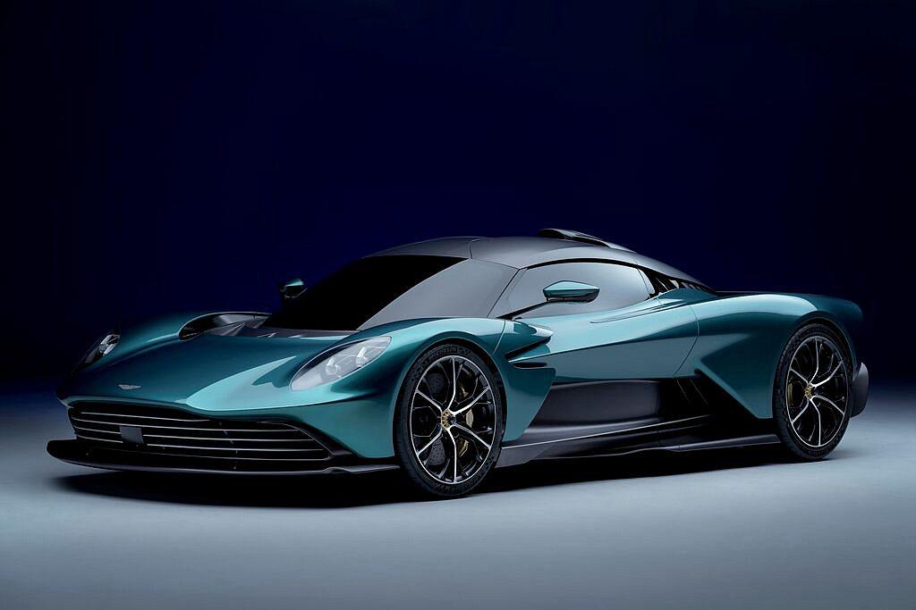 Aston Martin在品牌時隔60餘年、重新回歸F1賽道歷史時刻,於英國銀石...