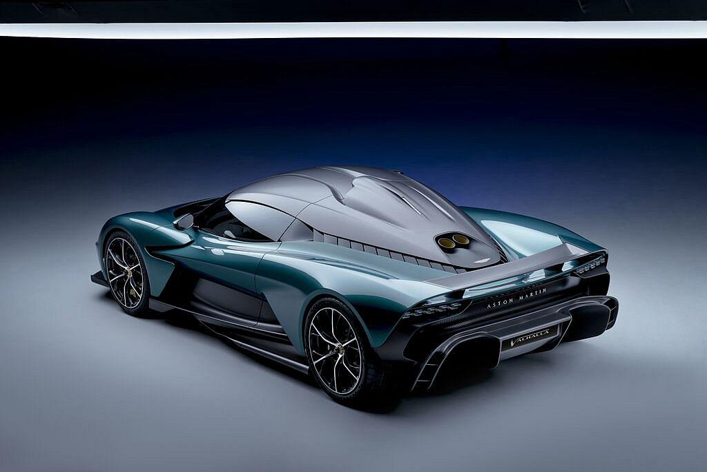 Aston Martin Valhalla與全新V8引擎搭配的是一套前後軸配備1...