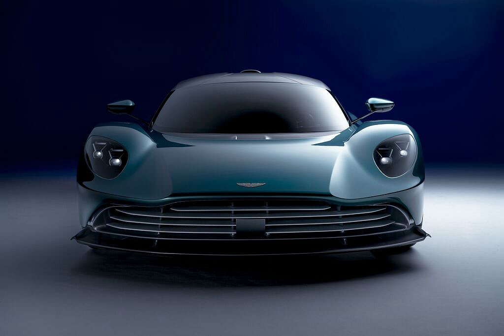 開啟純電模式Aston MartinValhalla能達到130km/h最高時速...