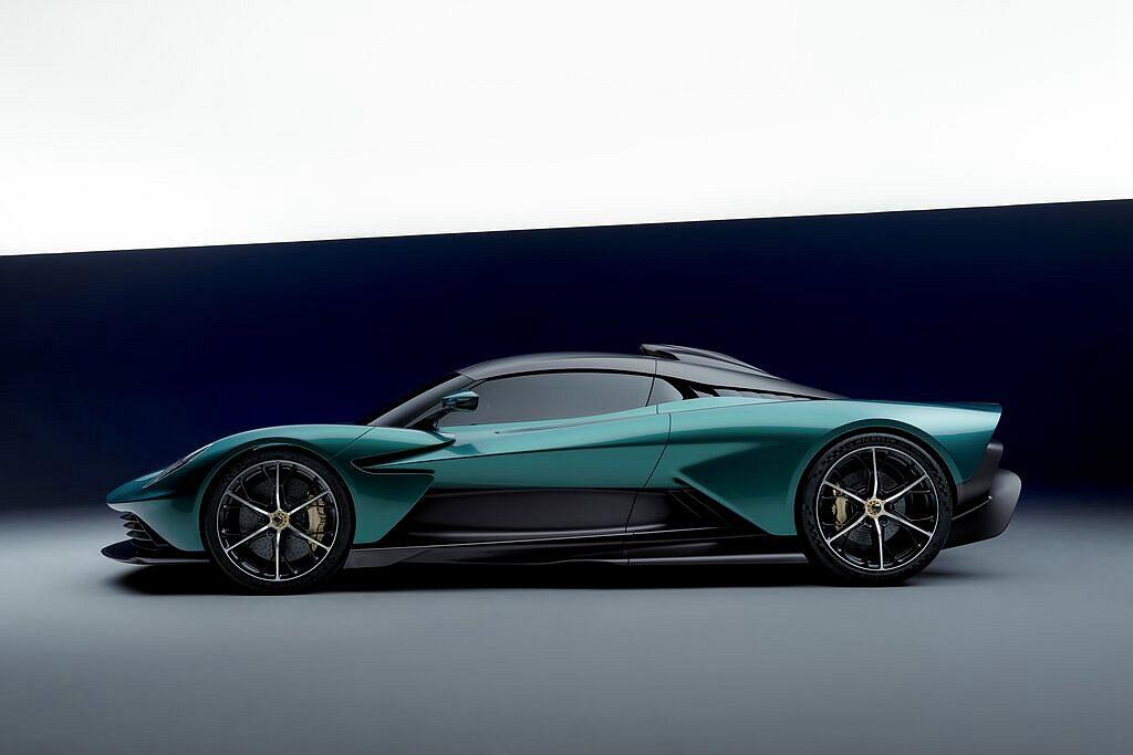 Aston Martin Valhalla由全新碳纖維單體座艙打造,在獲得最大車...