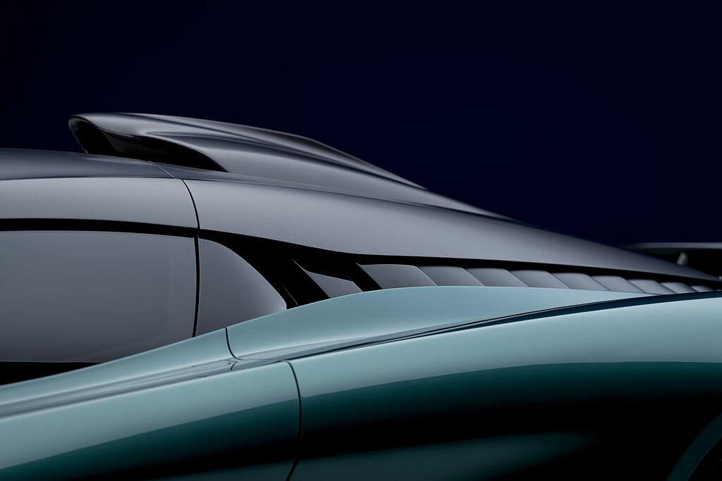 得益Aston Martin Valkyrie取法於F1空氣力學之設計理念,Va...