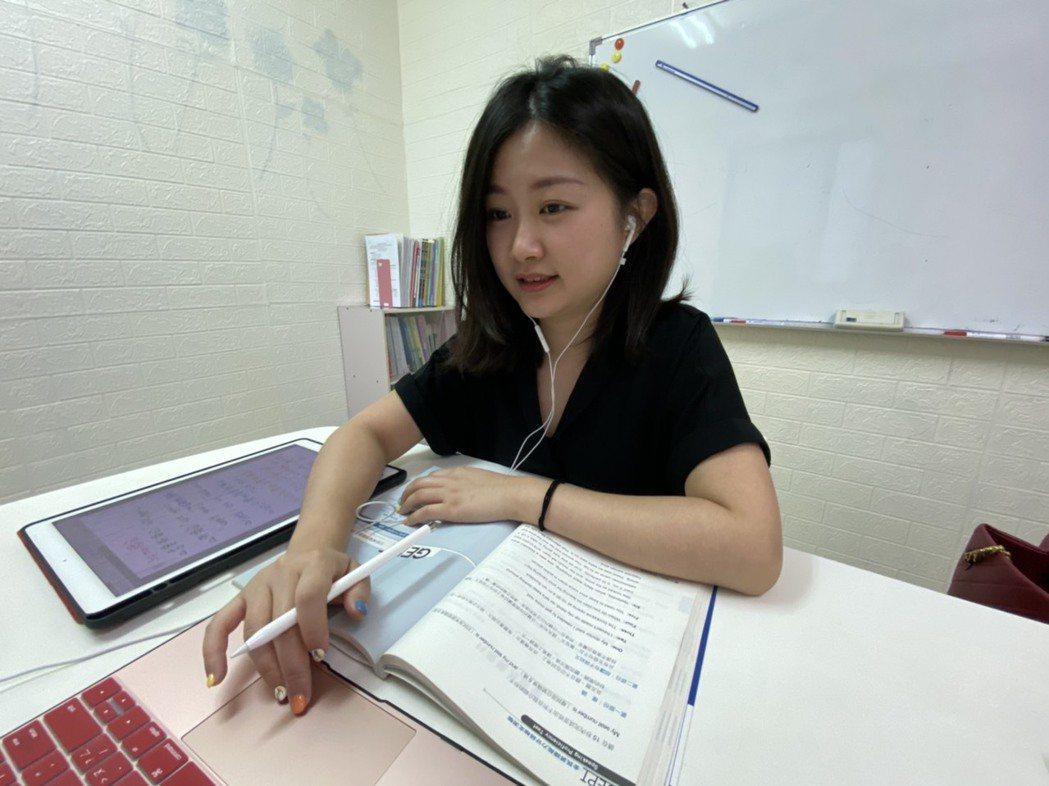 花朵教育社創辦人李軒認為讓學生能快樂學習最重要。 花朵教育社/提供