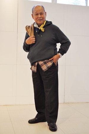 醒吾科大去年辦理「銀髮一日大學生體驗營」時,為阿公變裝後,瞬間提升時尚感。 校方...