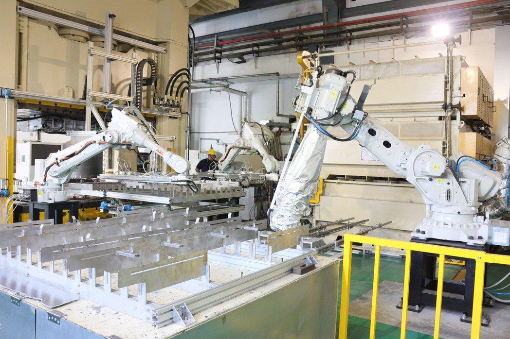 「鋁合金溫熱成形技術」示範產線。 金屬中心/提供