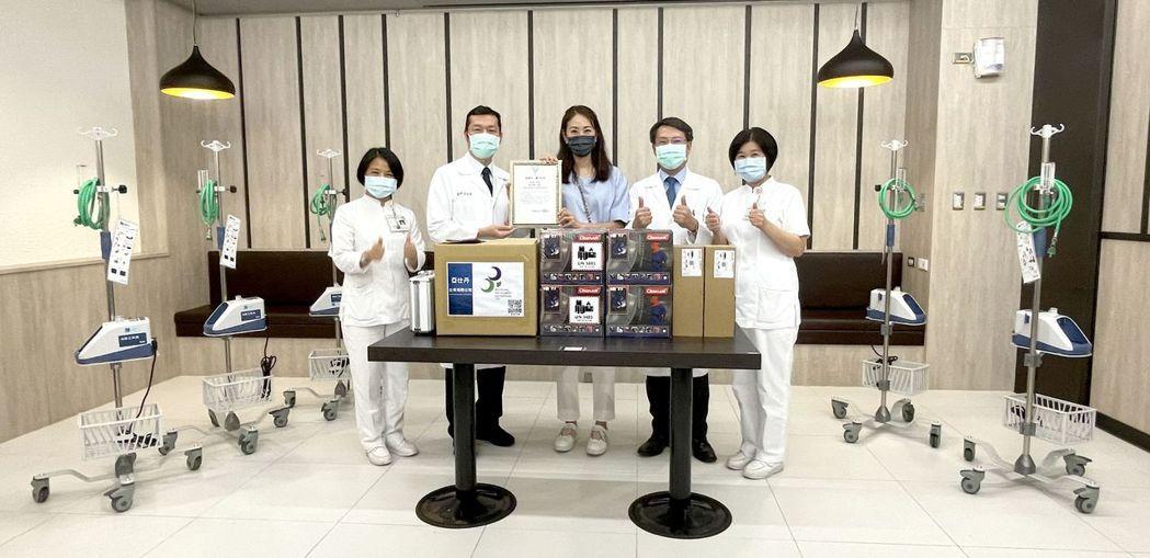 奇美醫學中心首席醫療副院長林宏榮(左二)、醫療副院長田宇峰(右二)、專案副院長暨...
