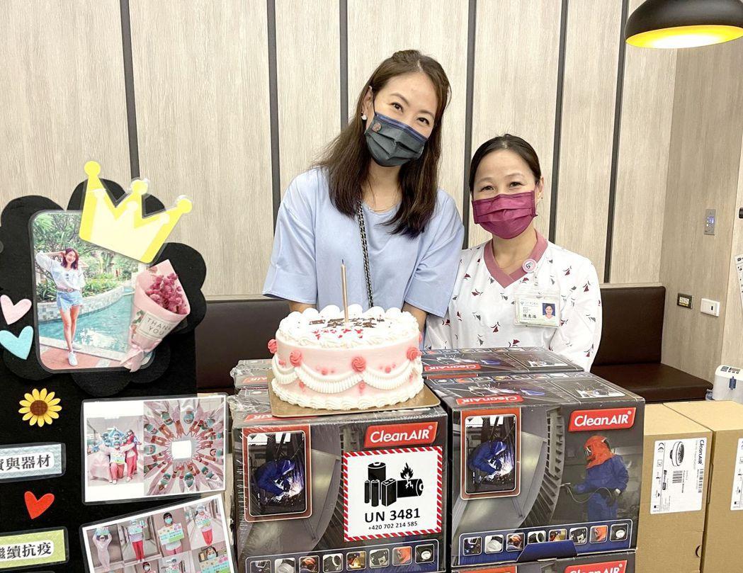 身為「鐵粉」的護理長陳惠滿,得知07月21日是賈永婕的生日,準備蛋糕為她慶生。
