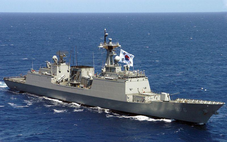 圖為「文武大王號(DDH-976)」。圖/維基百科