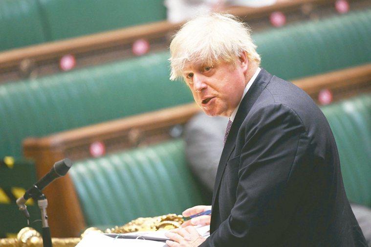 英國首相強生曾和十七日確診的衛生大臣賈維德接觸,強生原本想要每天篩檢避免隔離,但...