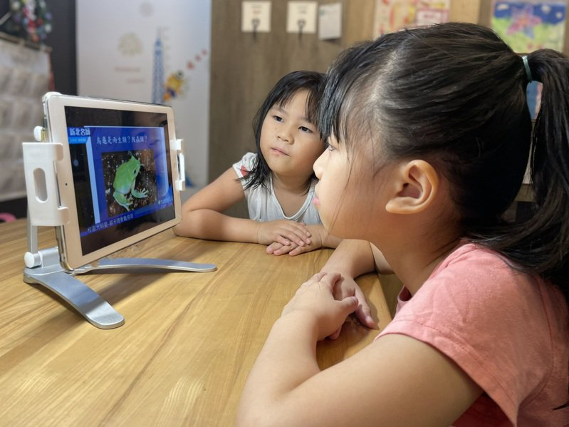 新北市教育局推出80堂免費線上課程,要讓國中生也能在家學習,內容多元豐富。圖/新北市教育局提供