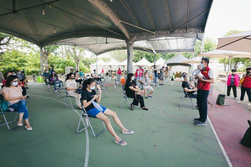 新竹市長林智堅日前訪視疫苗施打站。圖/新竹市政府提供