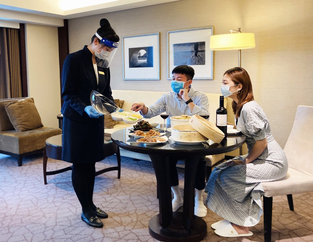 台南遠東香格里拉飯店7月19日至26日推出「微度假解鴨」住房專案快閃優惠。照片/...
