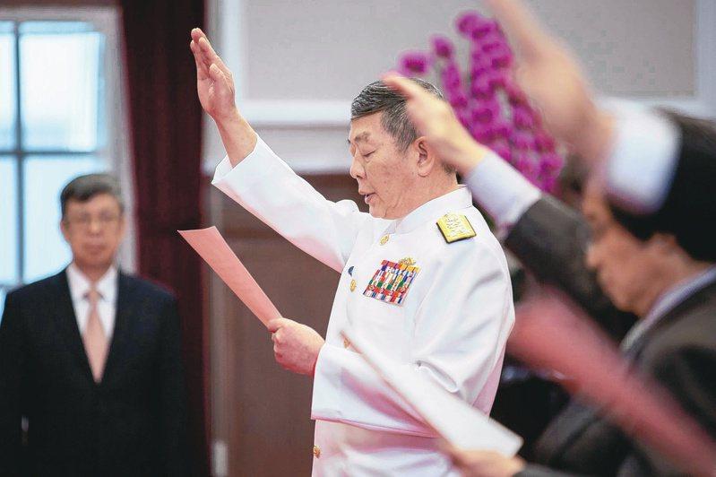 黃曙光(中)7月剛卸任參謀總長,最近政府發布國安會諮詢委員新職,他在發布新職之前接受聯合報專訪。圖/總統府提供