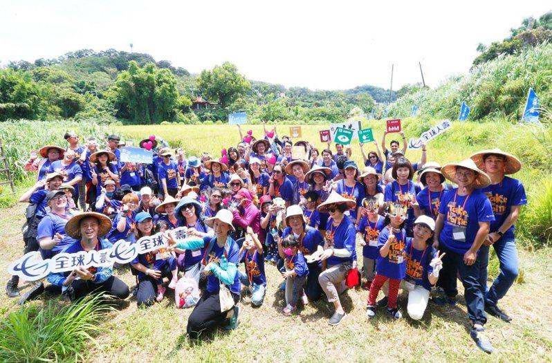 全球人壽透過農學體驗陪伴教育,幫助失依兒少,讓愛與責任的信念,傳遞下一代,為臺灣挹注更多幸福能量。/全球人壽提供