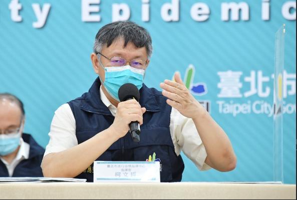 台北市長柯文哲今天在防疫記者會中表示,絕對不要幻想7月26日之後,可以脫下口罩去歡唱,這是不可能的,就是每天放一點、放一點,密切觀察。圖/北市府提供