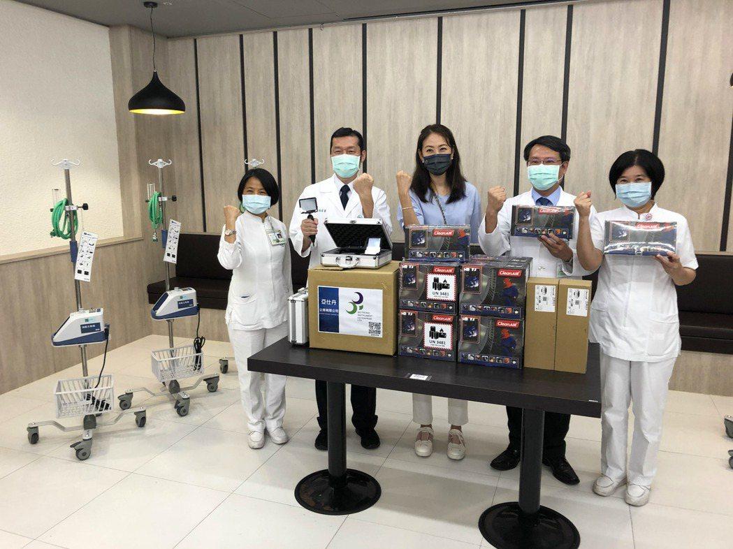 賈永婕贈奇美醫院急救防護設備、鐵粉醫護送蛋糕慶生。記者周宗禎/攝影