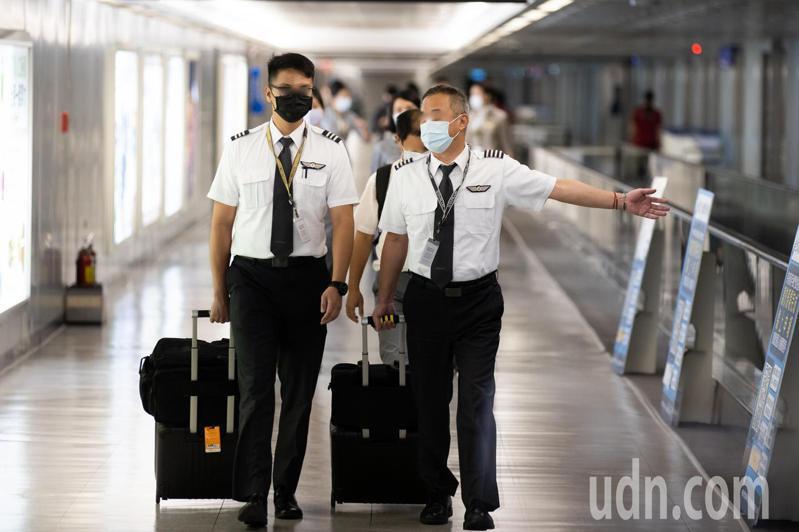 中央疫情指揮中心宣布於7/21起,再度加強國籍機組員的檢疫措施。記者季相儒/攝影