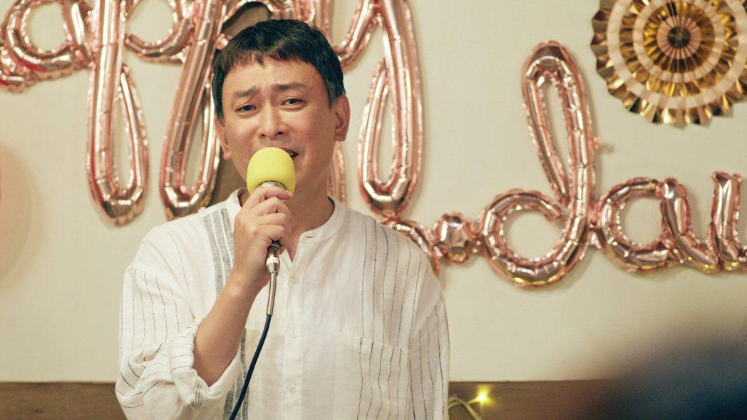 王識賢深情演唱「心肝寶貝」。圖/東森、映畫提供
