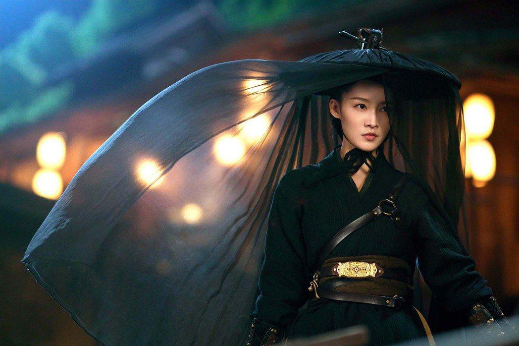 李沁在「錦繡南歌」最喜歡此斗笠造型。圖/中天娛樂台提供