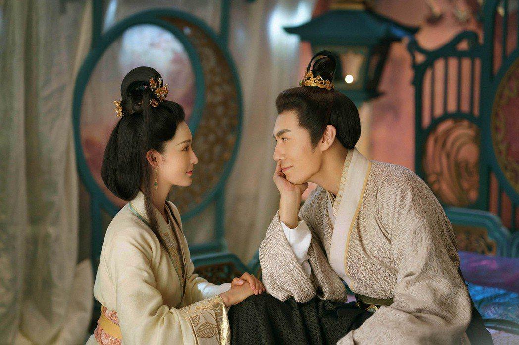 「錦繡南歌」由李沁(左)、秦昊主演。圖/中天娛樂台提供