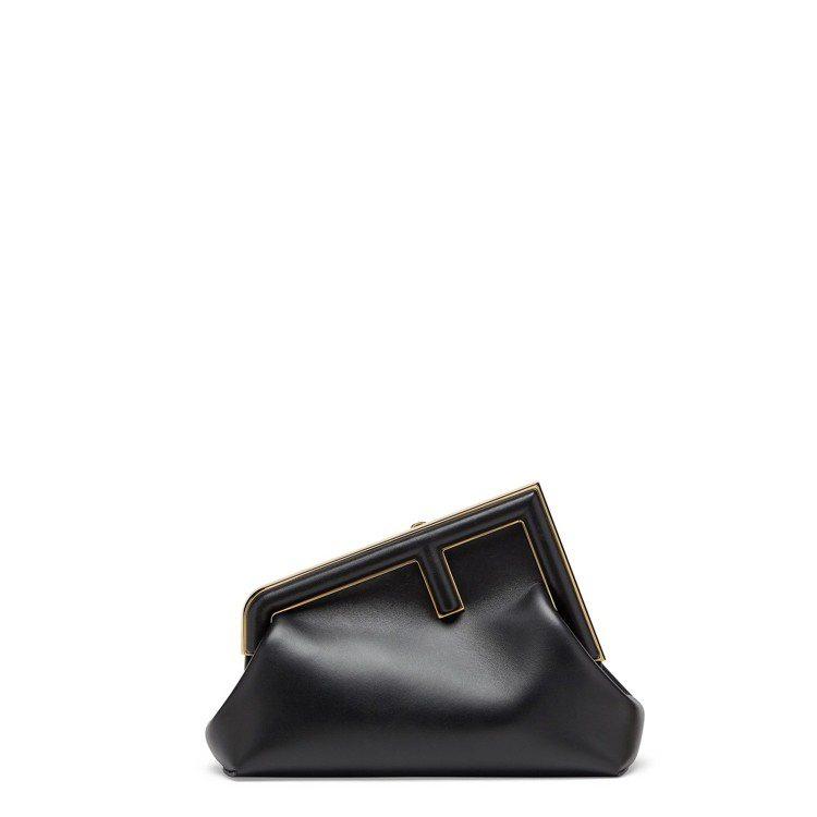 黑色小羊皮First包(小),81,000元。圖/FENDI提供