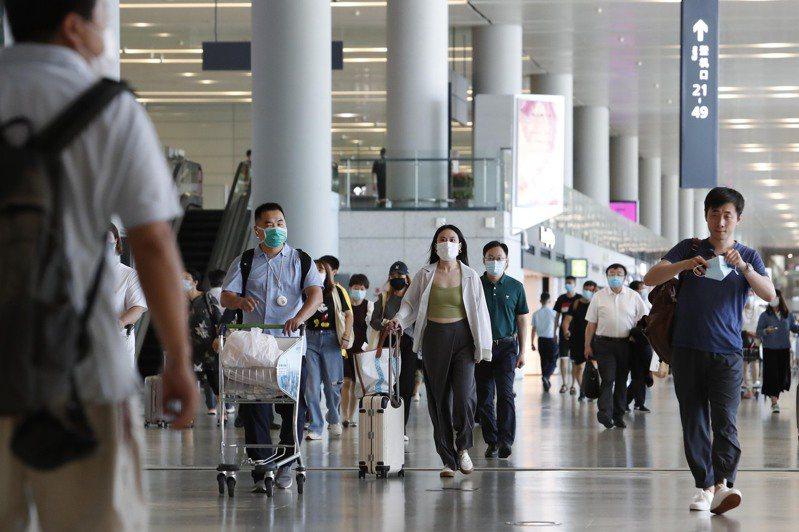暑運 搭飛機人多了 相關數據顯示,7月進入暑運以來,上海的航空客流小幅增長。 (中新社)