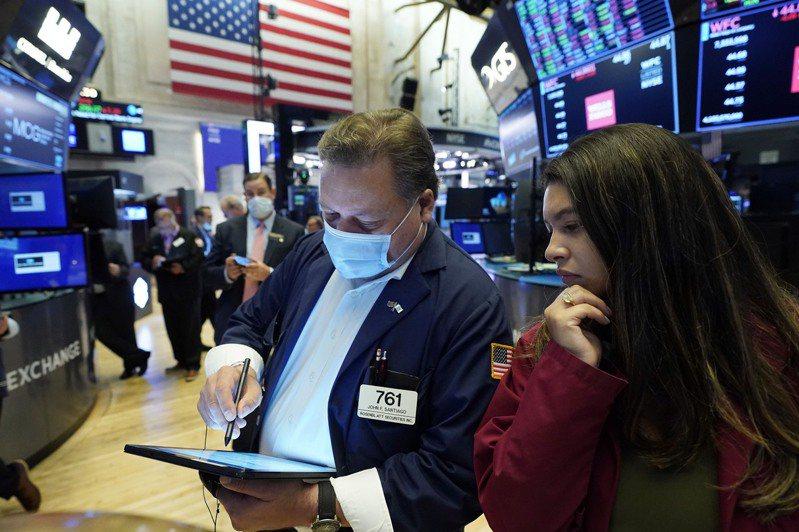 美股19日早盤下跌,因市場擔心新冠疫情復熾拖累全球經濟成長。 美聯社