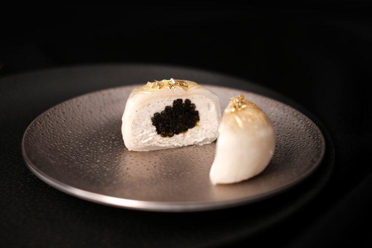皇家奢華魚子醬月餅。圖/Royal Caviar Club提供。