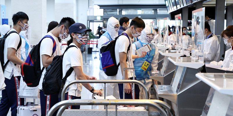 中華代表團選手戴資穎前往東京奧運參賽,揭露選手坐經濟艙,引發軒然大波。 記者侯永全/攝影