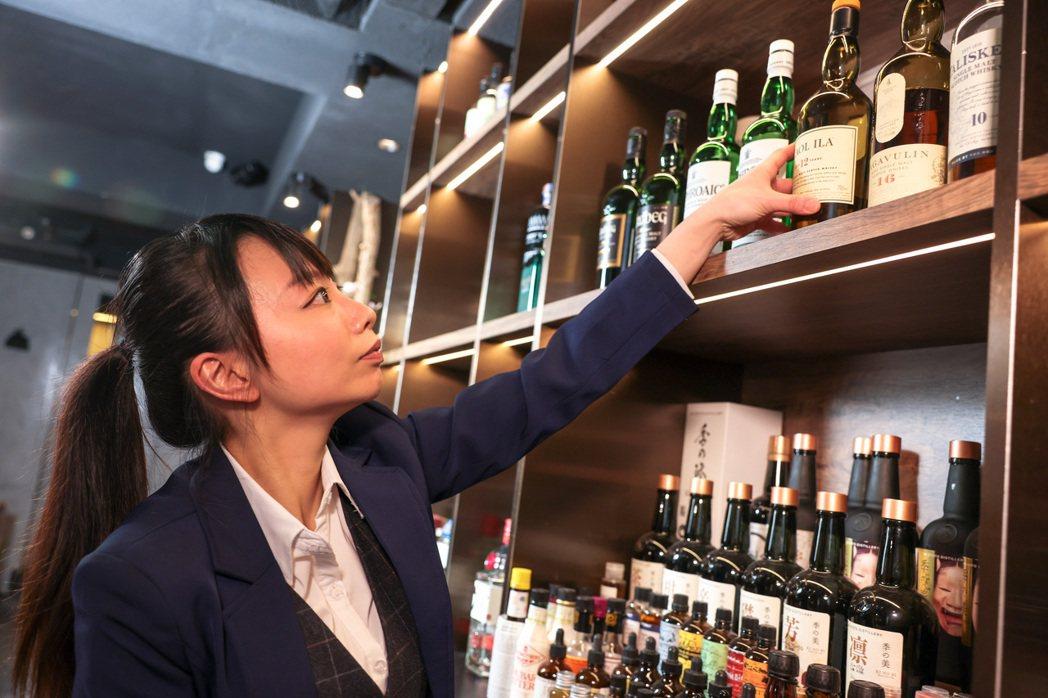 筆者主張管制重點應在於酒品取得者年齡之確認,呼籲主管機關儘速推動修法,切勿讓過時法律繼續阻礙人民的正常交易與生活。 圖/聯合報系資料照