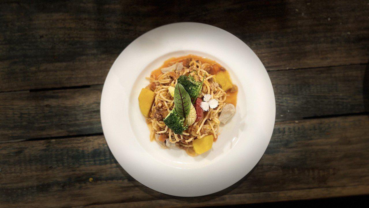 廢墟餐廳推出防疫居家美食「波隆那肉醬義大利麵」料理包。 圖/幸福果食 提供