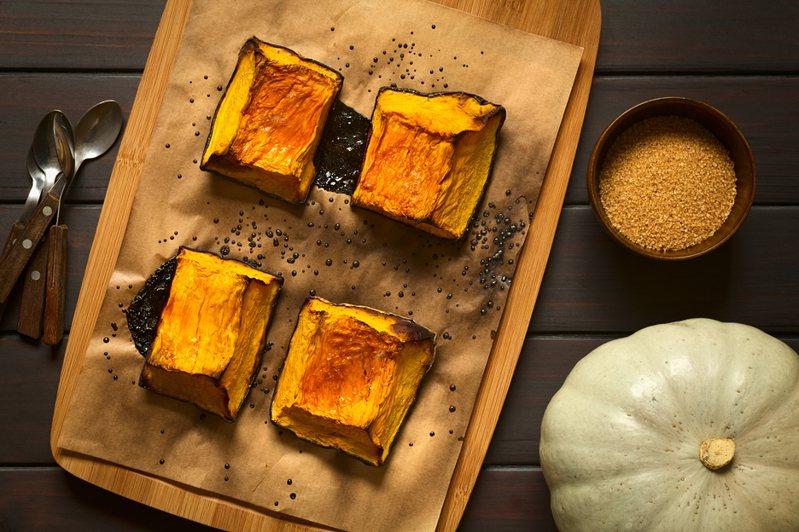 近日有網友分享一道超神奇的南瓜料理,不僅材料單純、手法簡單,吃起來還有「鮭魚的味道」,貼文引起網友熱議。示意圖/ingimage