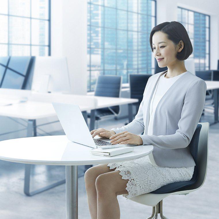 ▲Style SMART美姿調整椅獨家3點支撐設計,兼顧支撐力與舒適度。 (圖/...