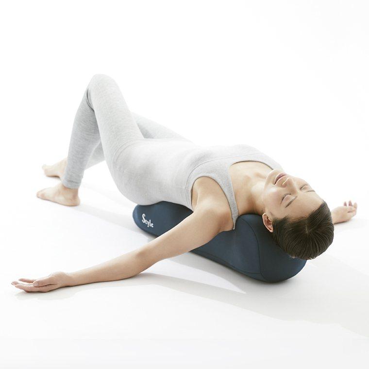 ▲Recovery pole 3D身形舒展棒落實筋膜健康伸展的概念,只需躺在上面...